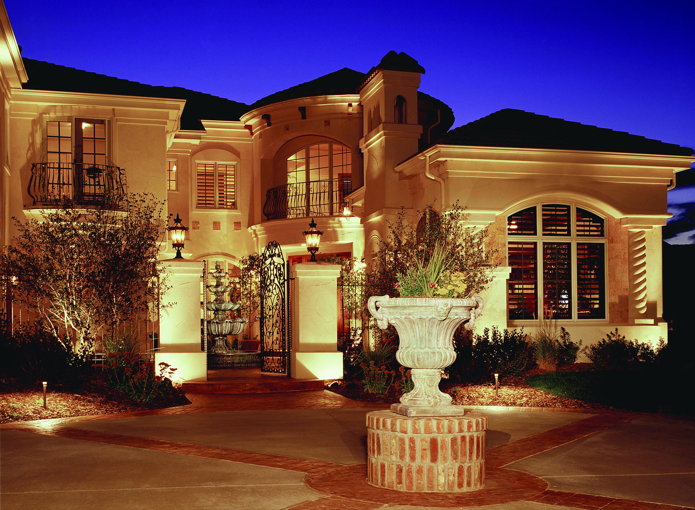 Outdoor lighting turns tampa bays homes into eye catching tampa bay architectural lighting aloadofball Choice Image